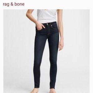 Rag & Bone skinny dark wash jeans in great shape